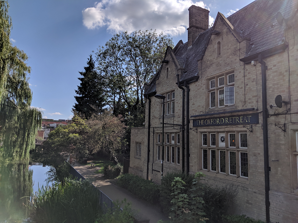 A photograph of the canal and the Oxford Retreat pub