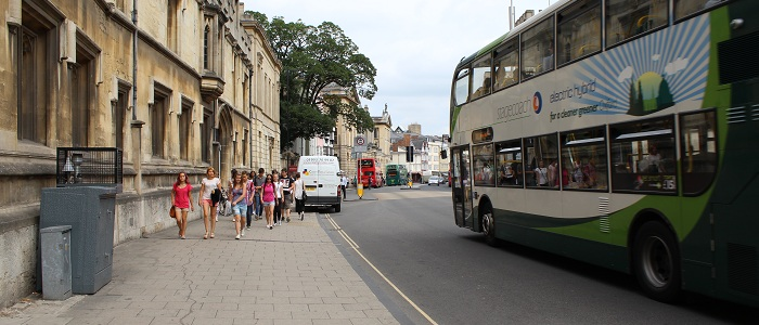 Picture of bus and air quality monitoring station in High Street, Oxford